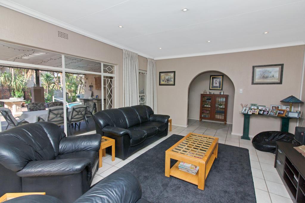 3 Bedroom House for sale in Weltevreden Park LH-5104 : photo#2