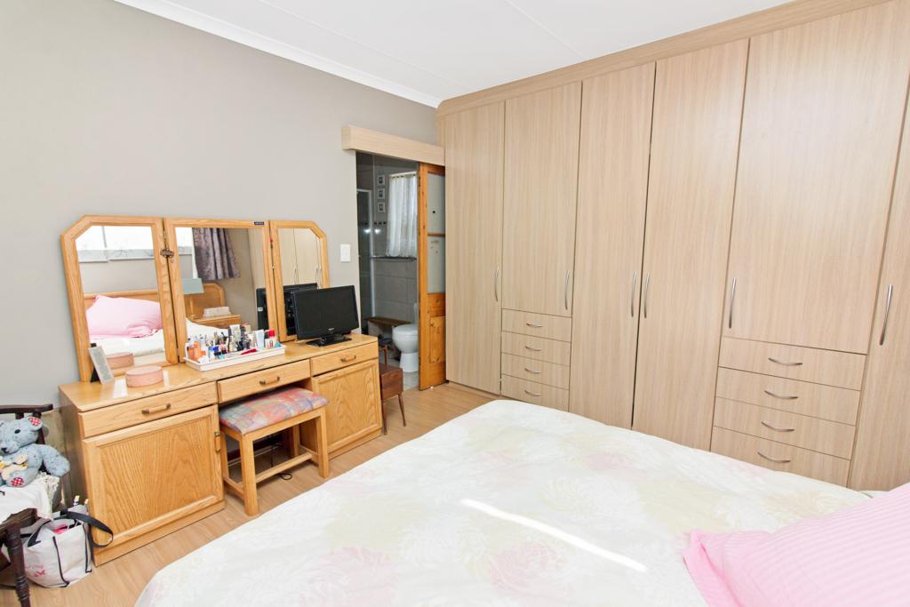 3 Bedroom House for sale in Weltevreden Park LH-5104 : photo#15