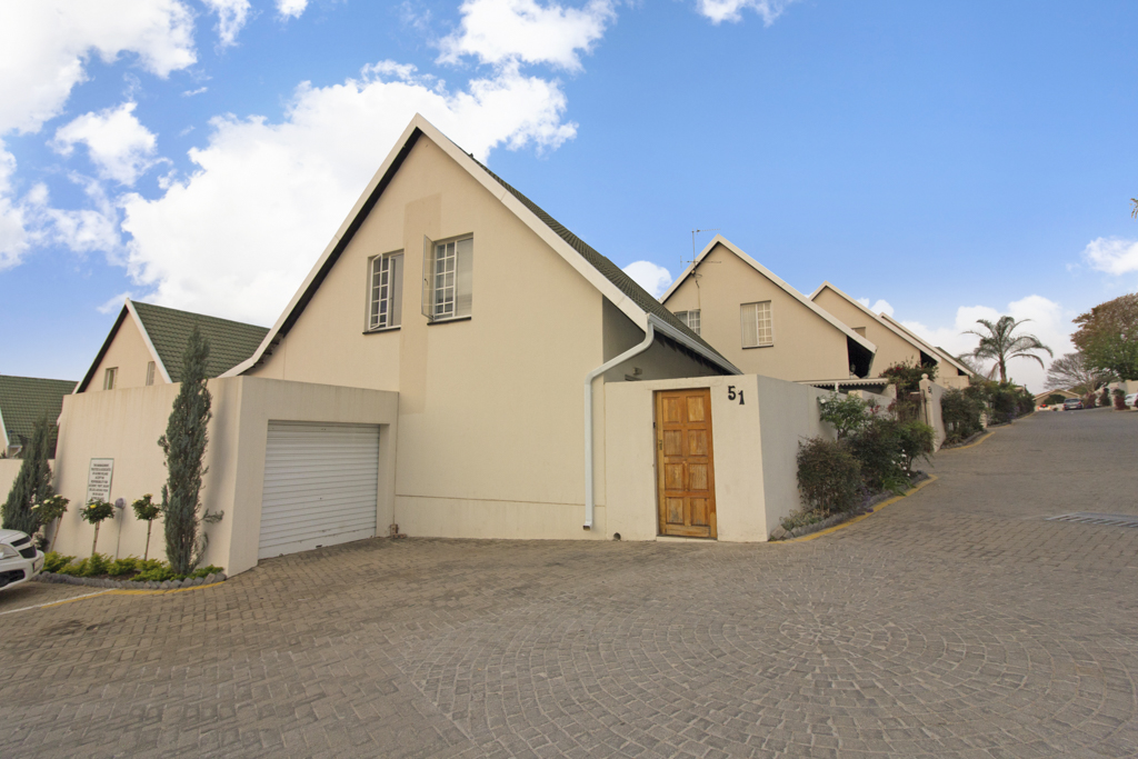 3 Bedroom Townhouse for sale in Sonneglans LH-5166 : photo#0