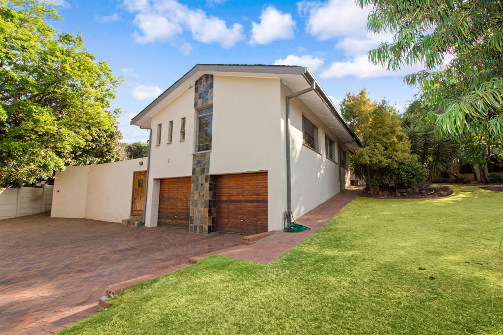 4 BedroomHouse For Sale In Honey Hill