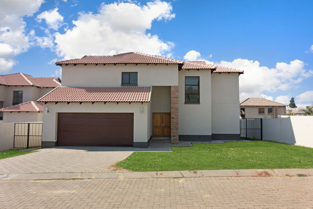 3 BedroomHouse For Sale In Ruimsig