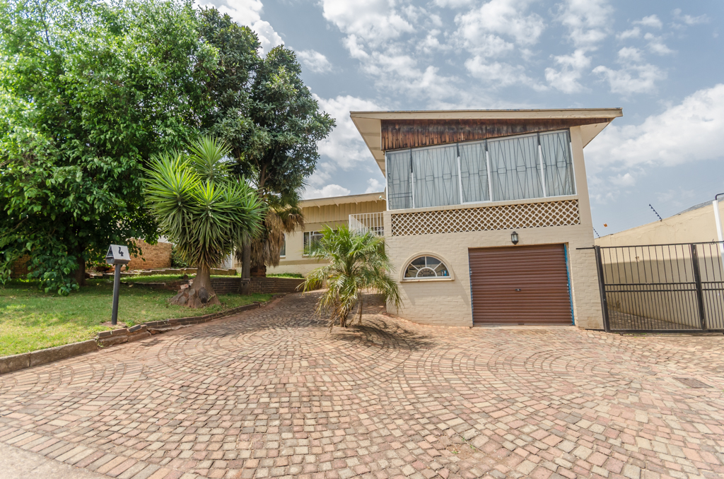 3 BedroomHouse For Sale In Krugersdorp North
