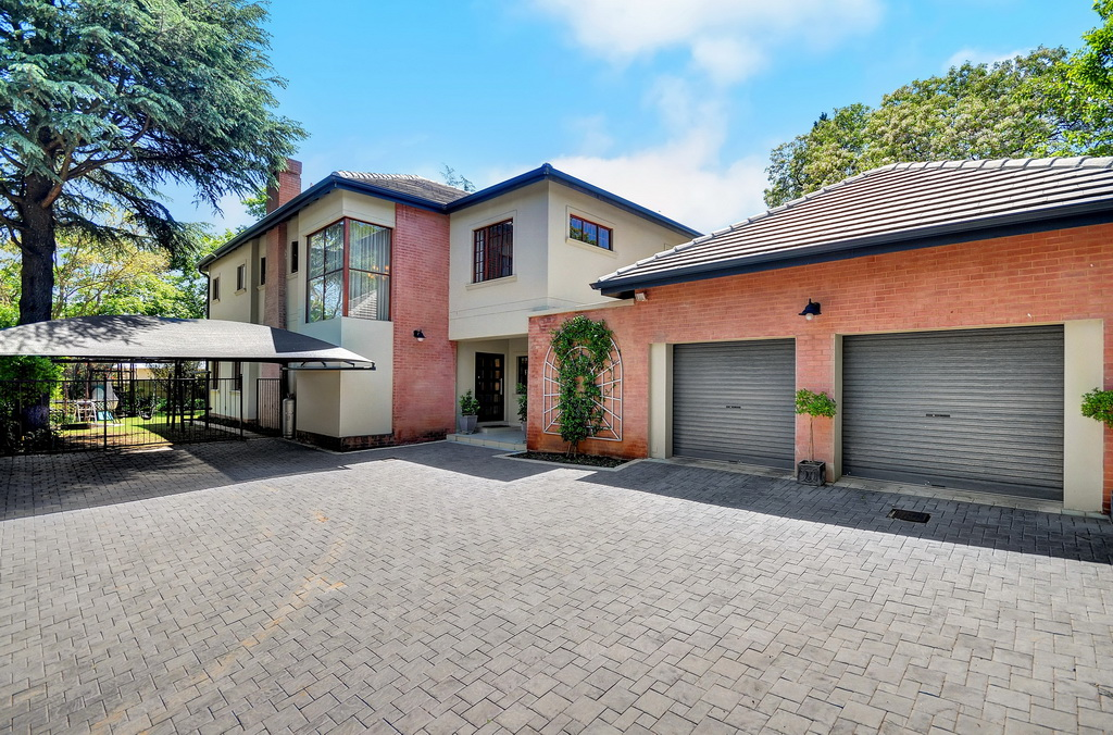 6 BedroomHouse For Sale In Craighall