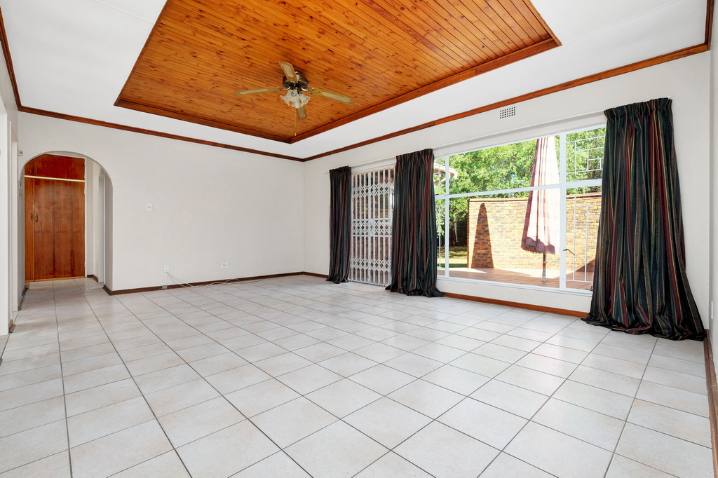 4 Bedroom House for sale in Pomona LH-5398 : photo#9
