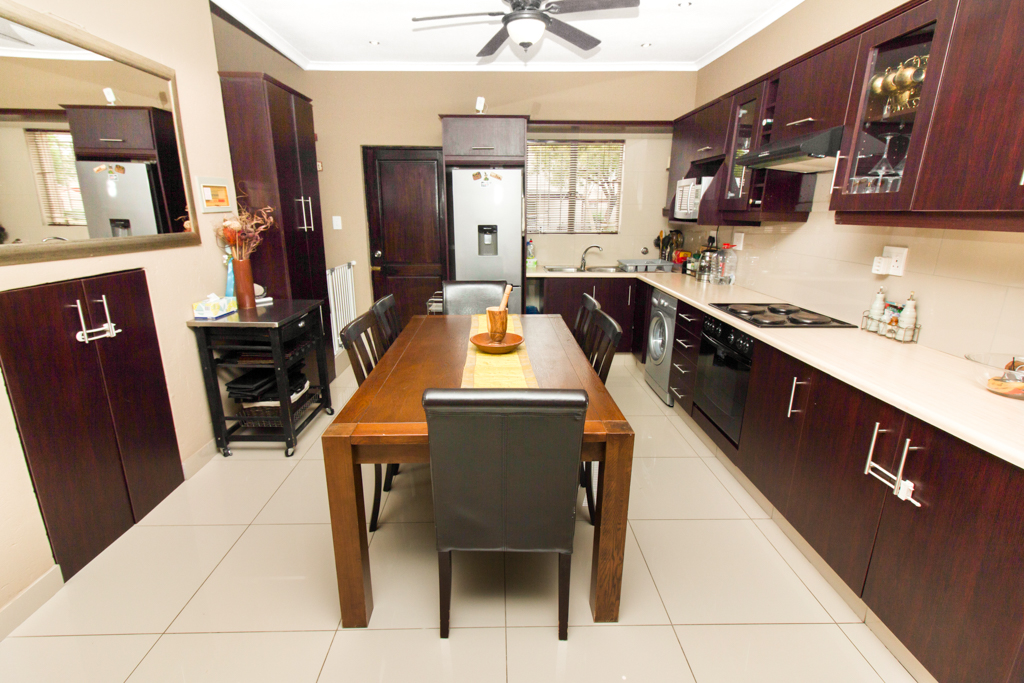 2 BedroomTownhouse For Sale In Greenstone Hill