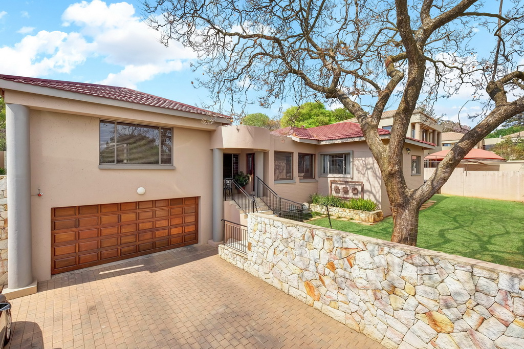 5 BedroomHouse For Sale In Linden