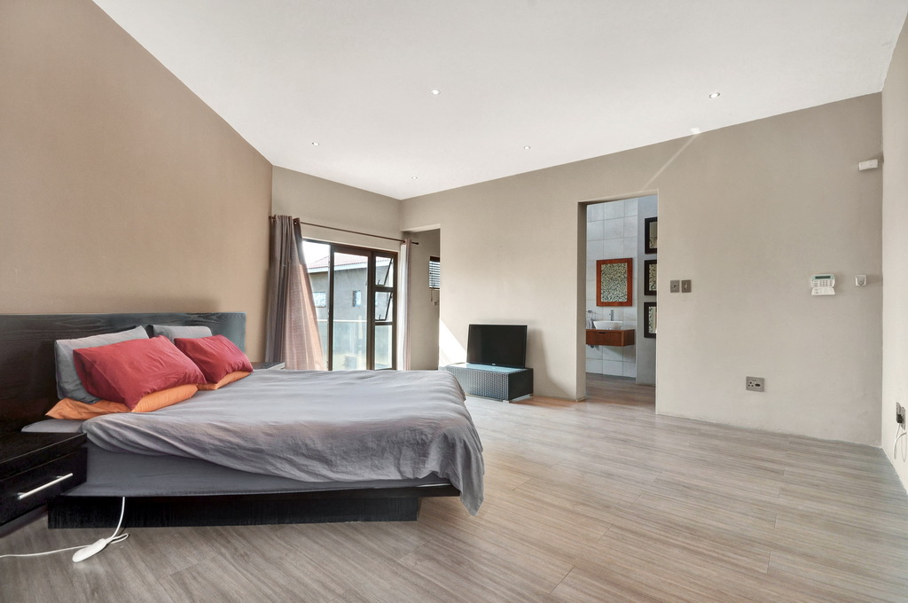 4 Bedroom House for sale in Glen Erasmia LH-5456 : photo#9