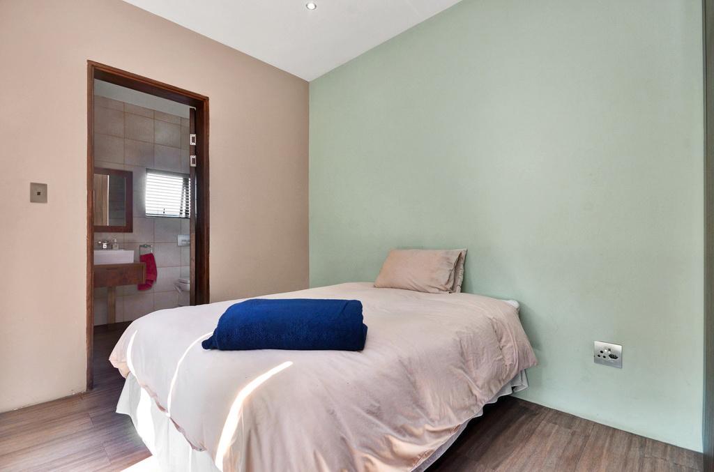 4 Bedroom House for sale in Glen Erasmia LH-5456 : photo#14