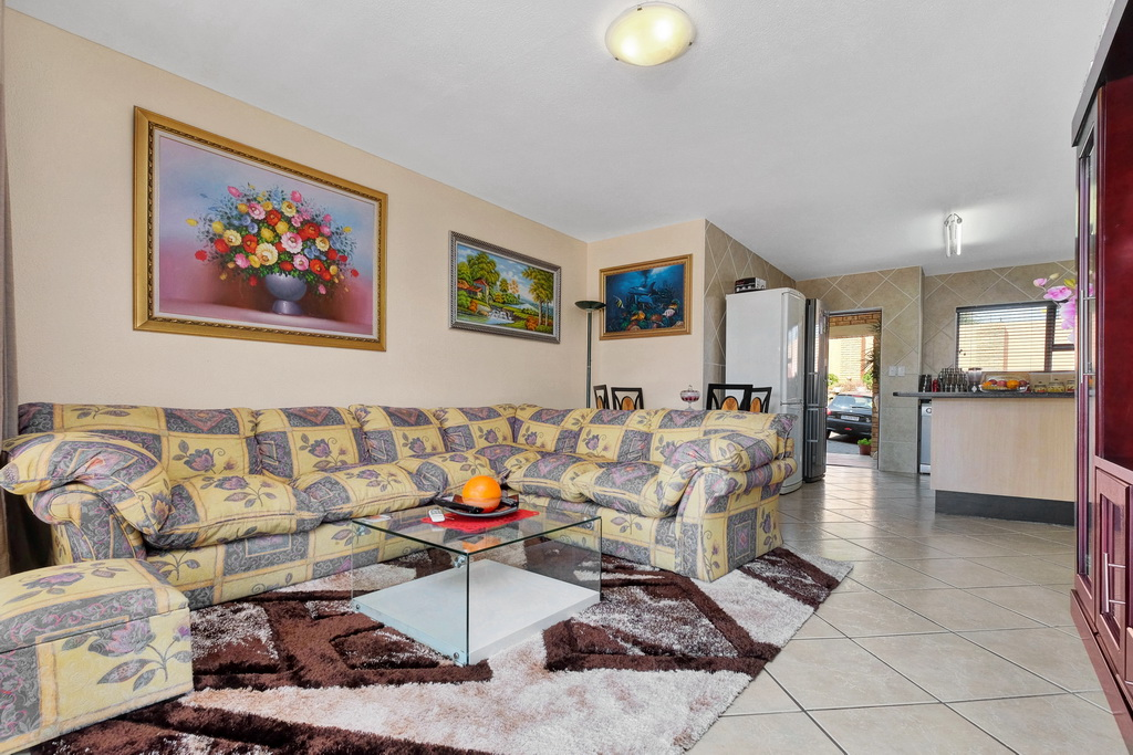3 Bedroom Apartment for sale in Mulbarton LH-5506 : photo#12