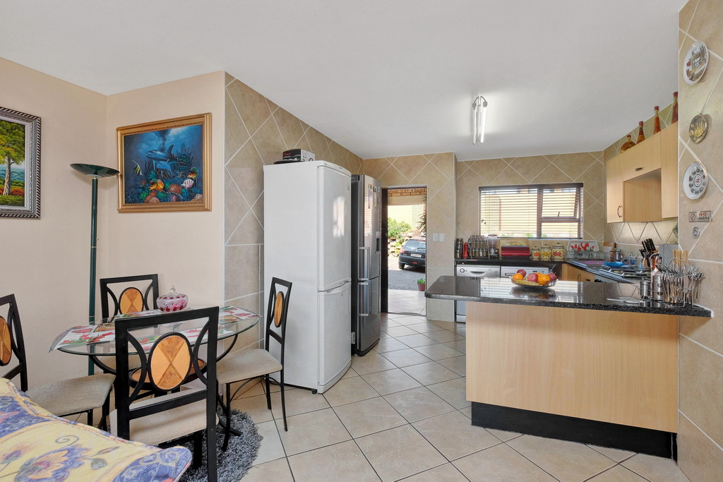 3 Bedroom Apartment for sale in Mulbarton LH-5506 : photo#19