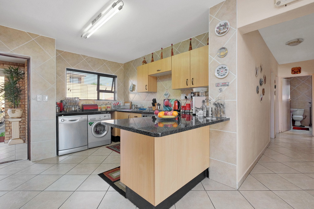 3 Bedroom Apartment for sale in Mulbarton LH-5506 : photo#2