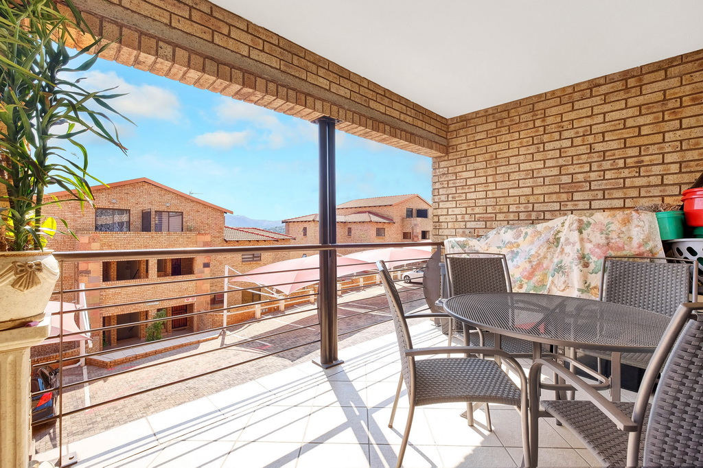 3 Bedroom Apartment for sale in Mulbarton LH-5506 : photo#0