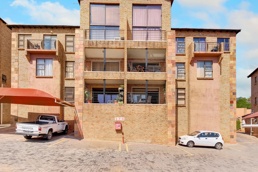 3 Bedroom Apartment for sale in Mulbarton LH-5506 : photo#3