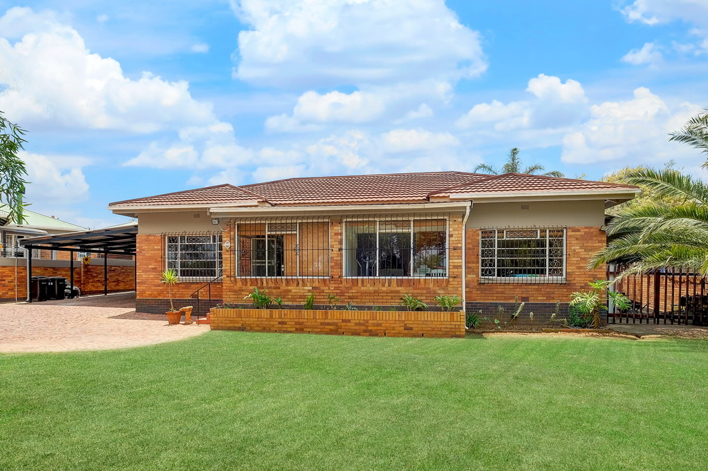 3 Bedroom House for sale in Airfield LH-5515 : photo#0