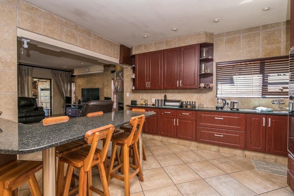4 Bedroom House for sale in Eldoraigne LH-5520 : photo#10