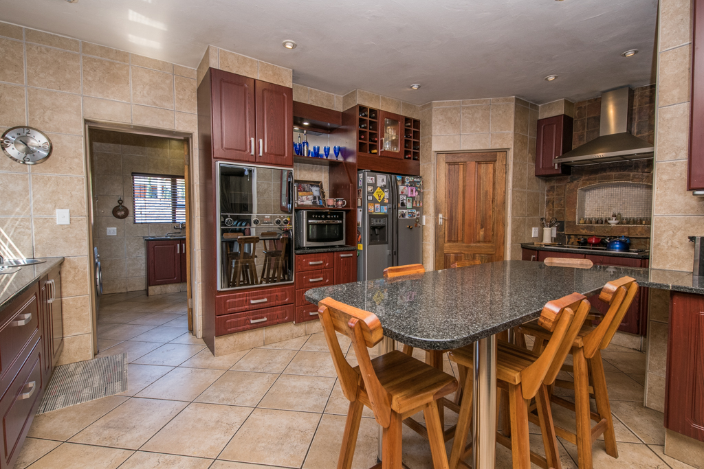 4 Bedroom House for sale in Eldoraigne LH-5520 : photo#11