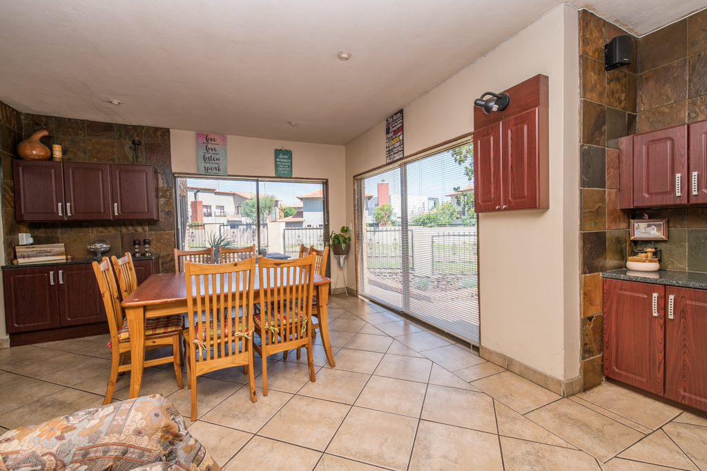 4 Bedroom House for sale in Eldoraigne LH-5520 : photo#9