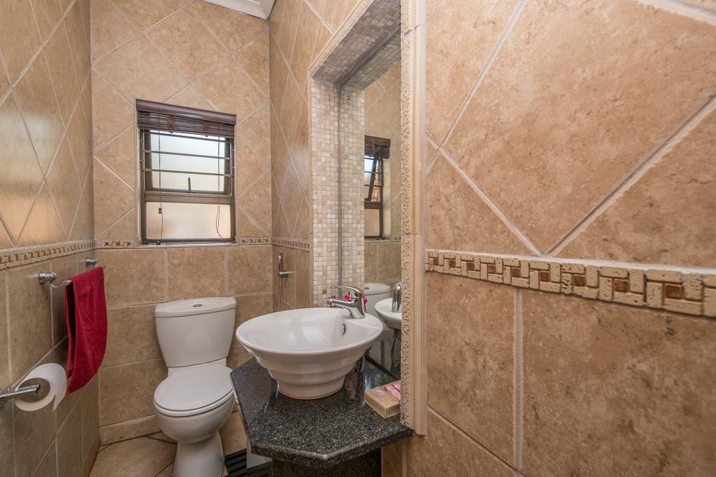 4 Bedroom House for sale in Eldoraigne LH-5520 : photo#16