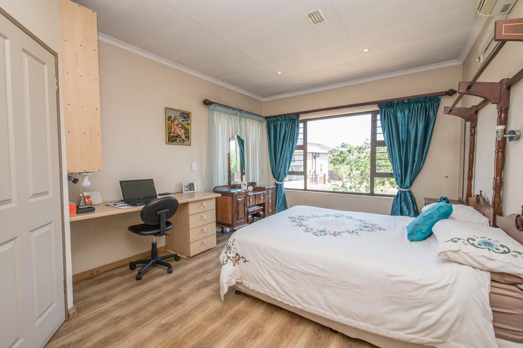 4 Bedroom House for sale in Eldoraigne LH-5520 : photo#17