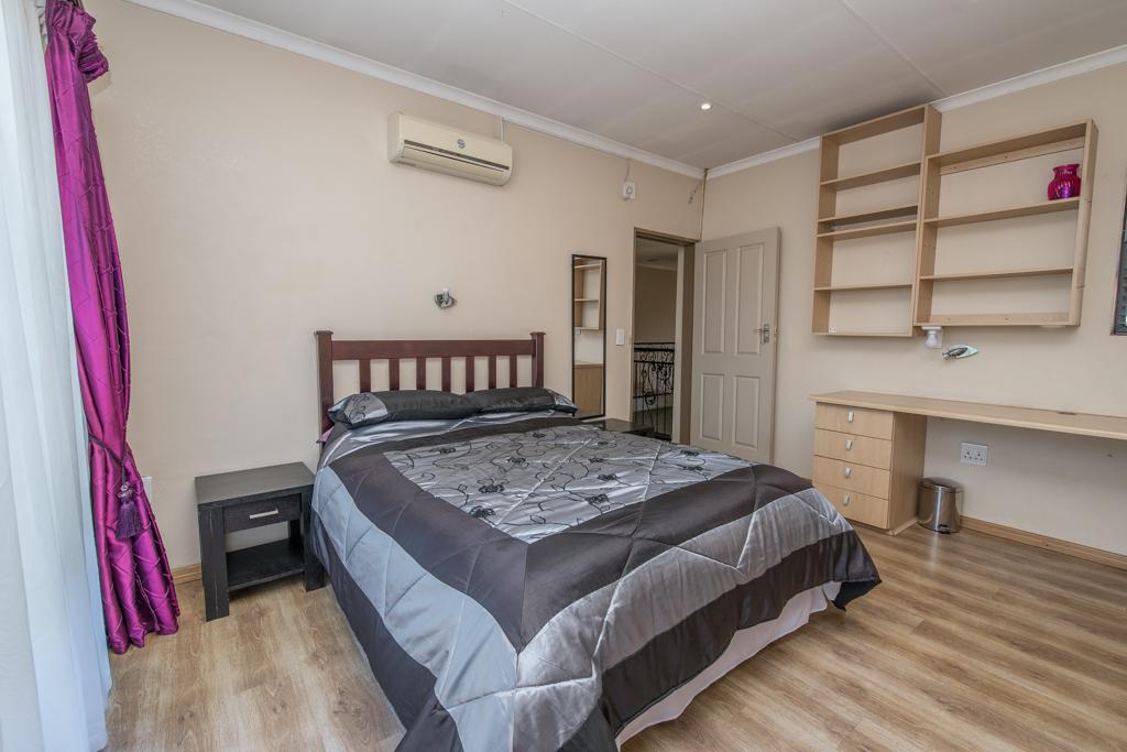 4 Bedroom House for sale in Eldoraigne LH-5520 : photo#18