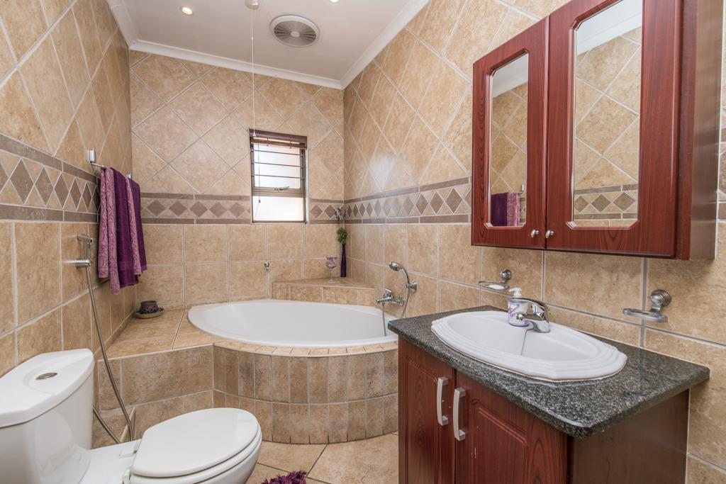 4 Bedroom House for sale in Eldoraigne LH-5520 : photo#29