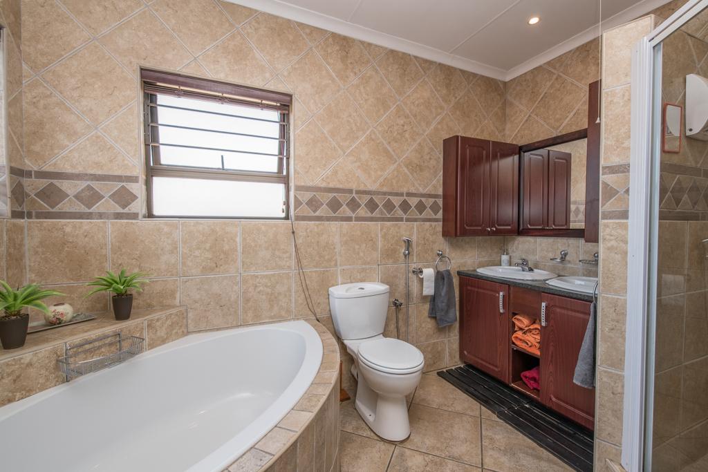 4 Bedroom House for sale in Eldoraigne LH-5520 : photo#21