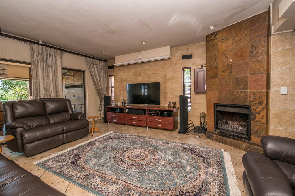 4 Bedroom House for sale in Eldoraigne LH-5520 : photo#26