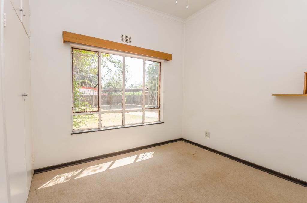 4 Bedroom House pending sale in Birch Acres LH-5524 : photo#17