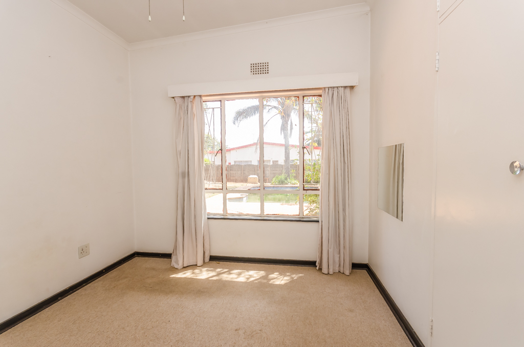 4 Bedroom House pending sale in Birch Acres LH-5524 : photo#18