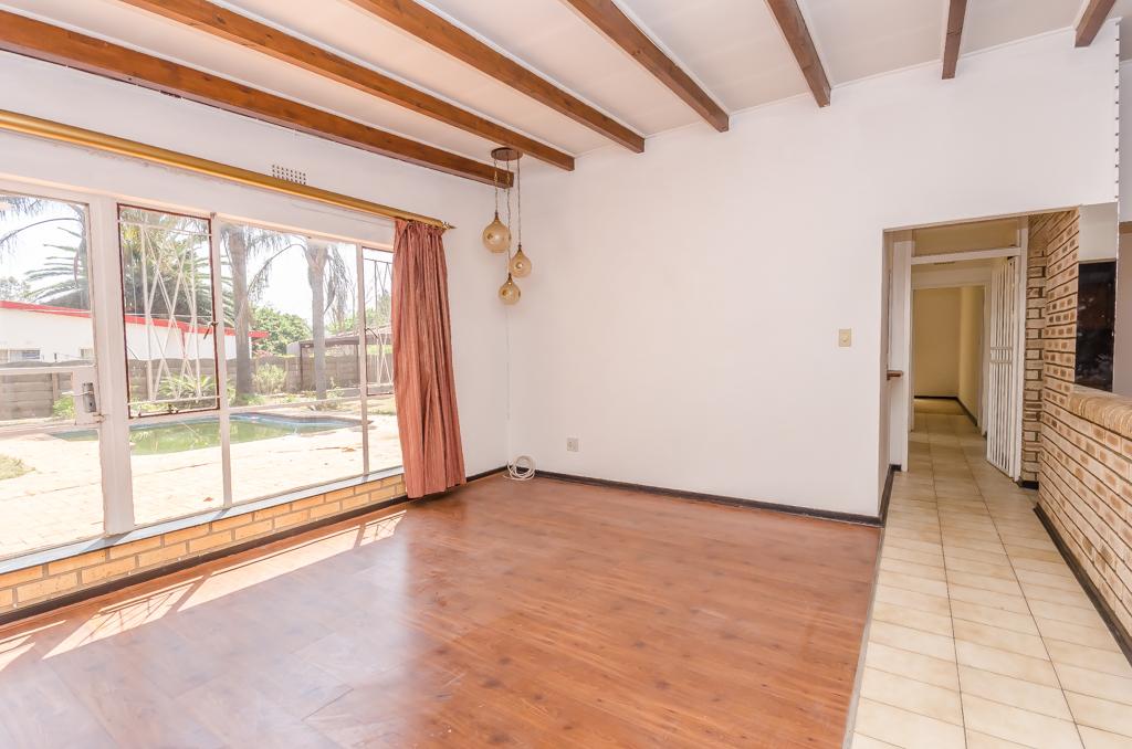 4 Bedroom House pending sale in Birch Acres LH-5524 : photo#5