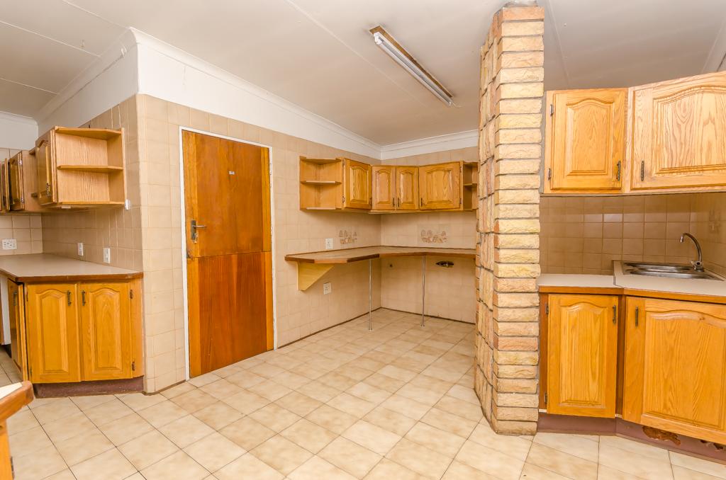 4 Bedroom House pending sale in Birch Acres LH-5524 : photo#9
