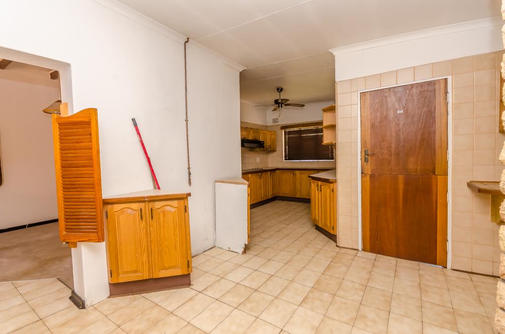 4 Bedroom House pending sale in Birch Acres LH-5524 : photo#6