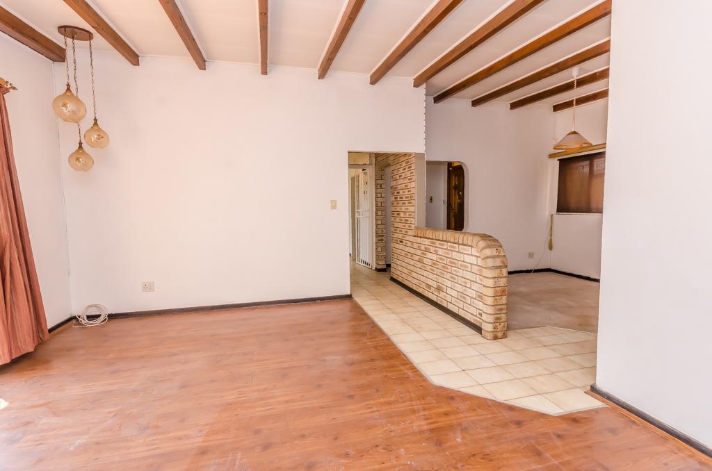 4 Bedroom House pending sale in Birch Acres LH-5524 : photo#3