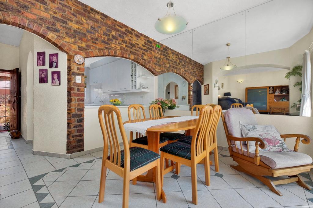 3 Bedroom Townhouse pending sale in Ridgeway LH-5530 : photo#2