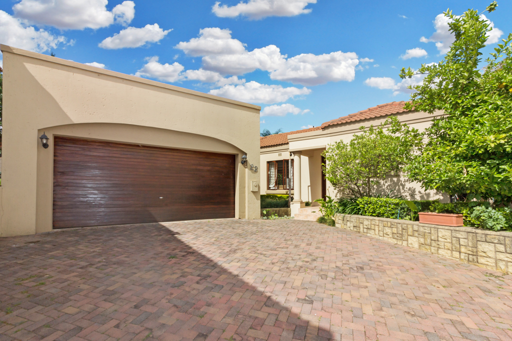 3 Bedroom House for sale in Douglasdale LH-5555 : photo#0