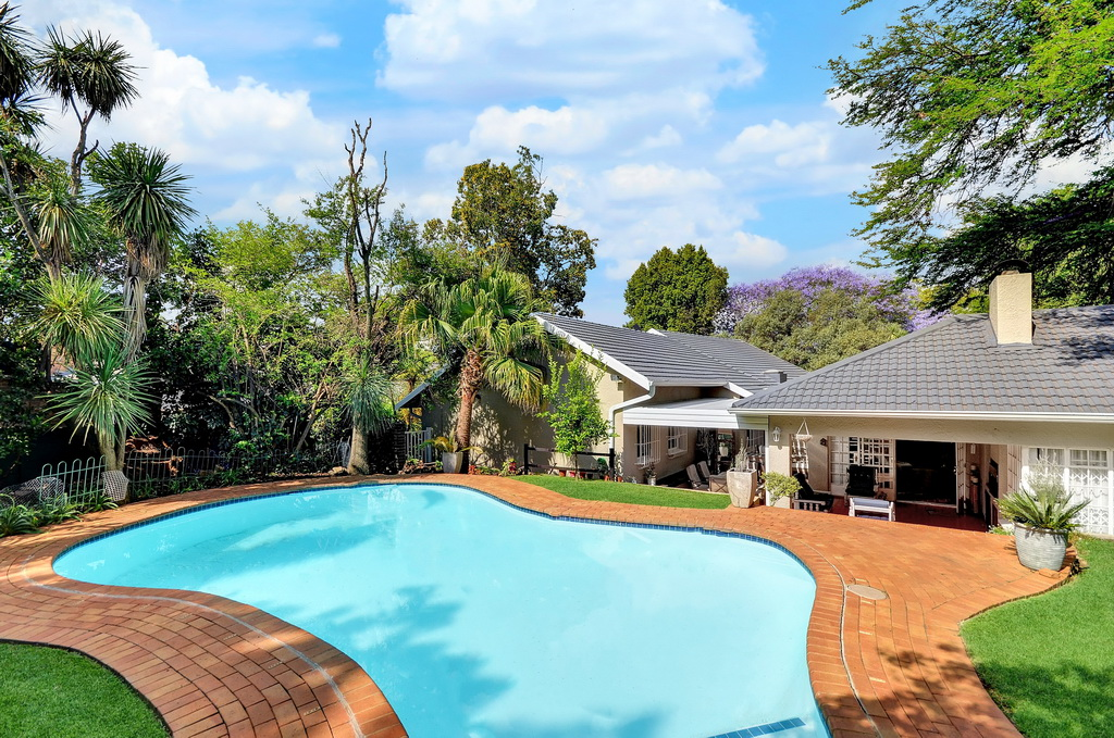 5 BedroomHouse For Sale In Robindale