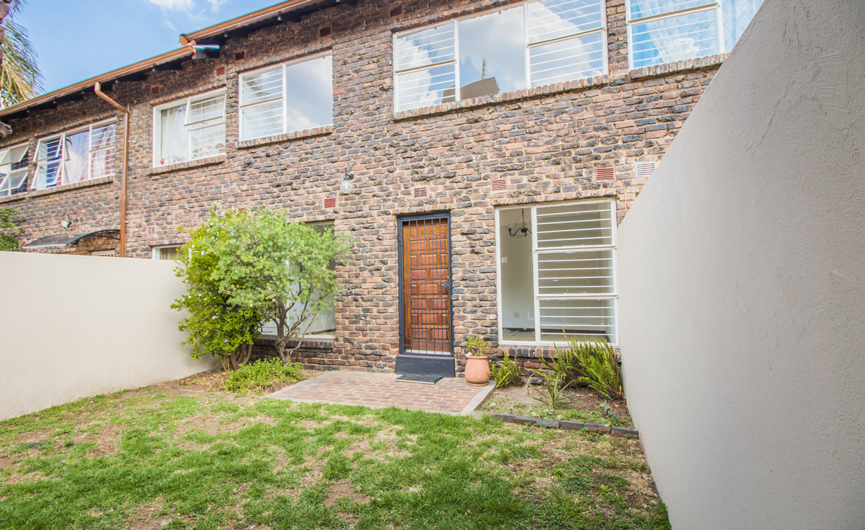 2 BedroomTownhouse For Sale In Benoni Central