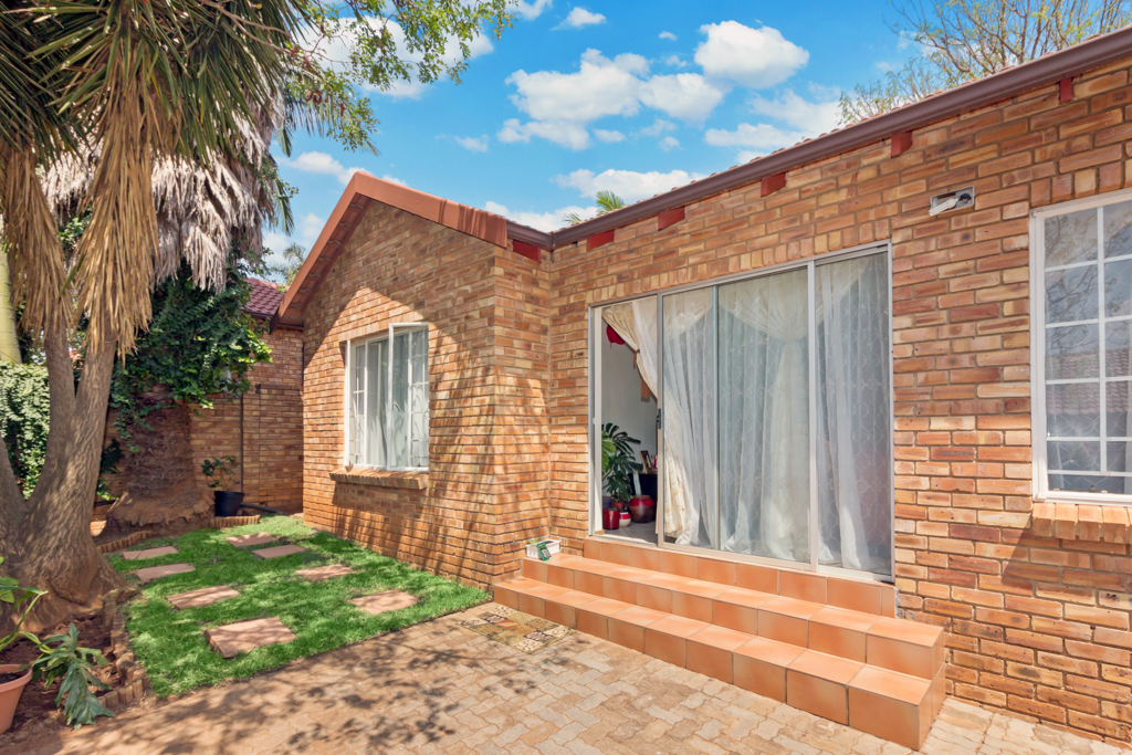 2 BedroomTownhouse For Sale In Fairland Ext 3