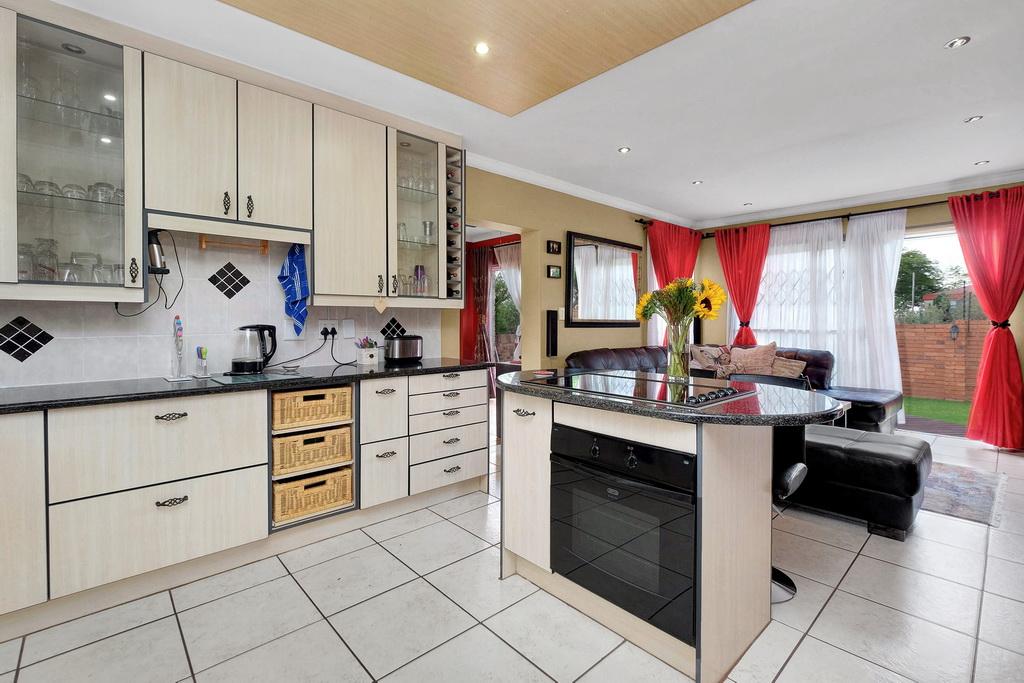 2 BedroomTownhouse For Sale In Honeydew Ridge
