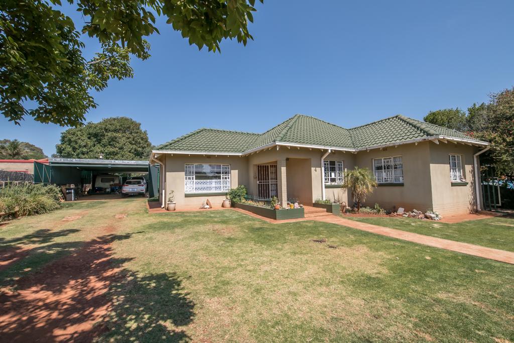 3 BedroomHouse For Sale In Rhodesfield