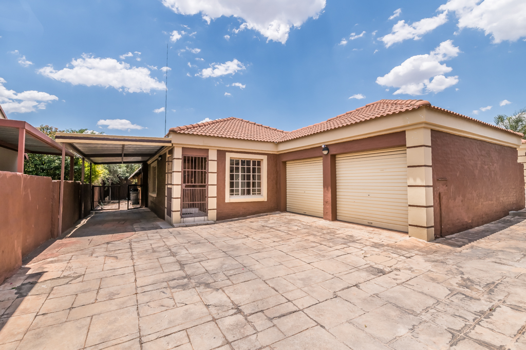 3 Bedroom House for sale in The Reeds LH-6892 : photo#0