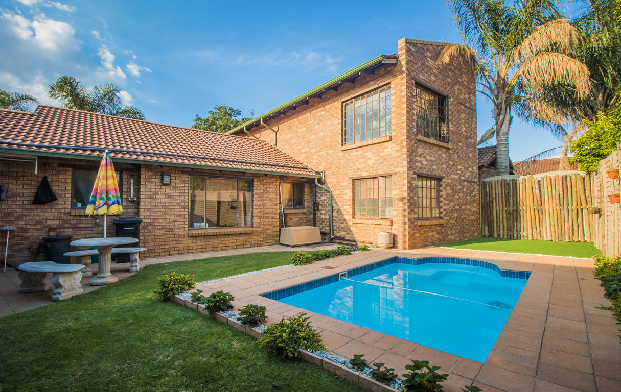 6 BedroomHouse For Sale In Kempton Park Central