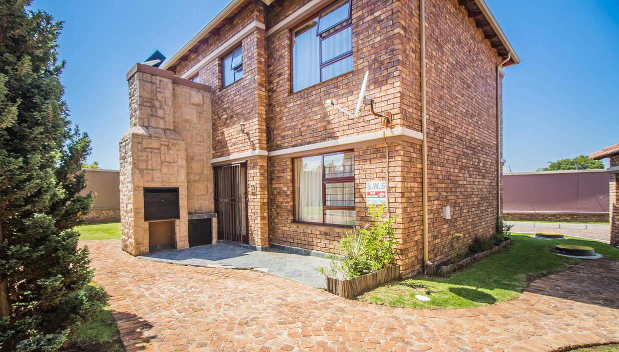 2 BedroomTownhouse For Sale In Bartlett