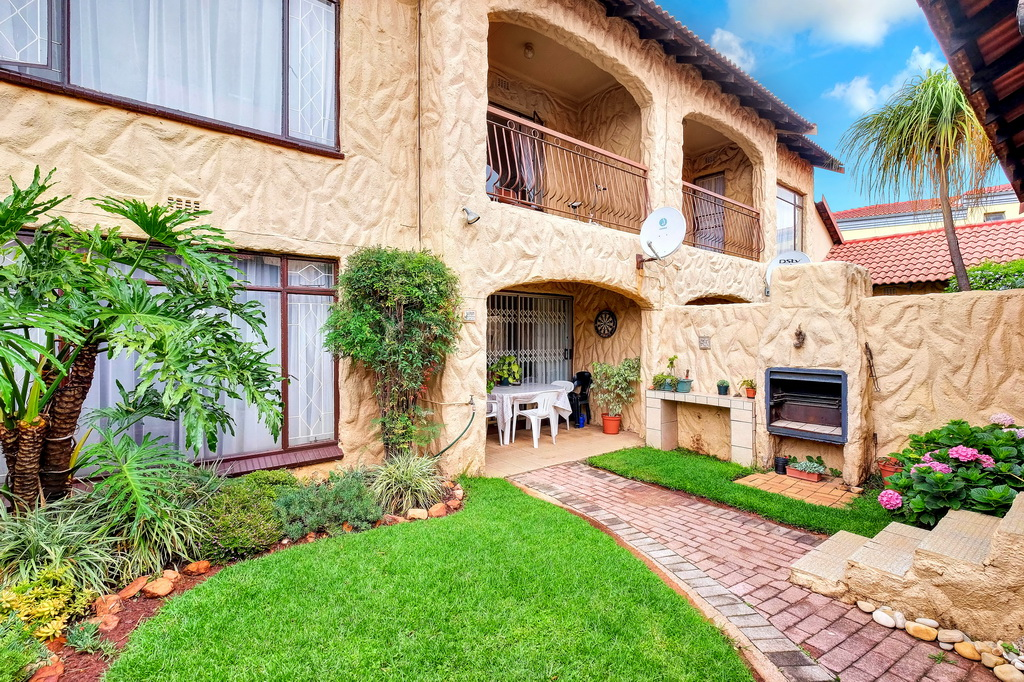 3 BedroomTownhouse For Sale In Northcliff
