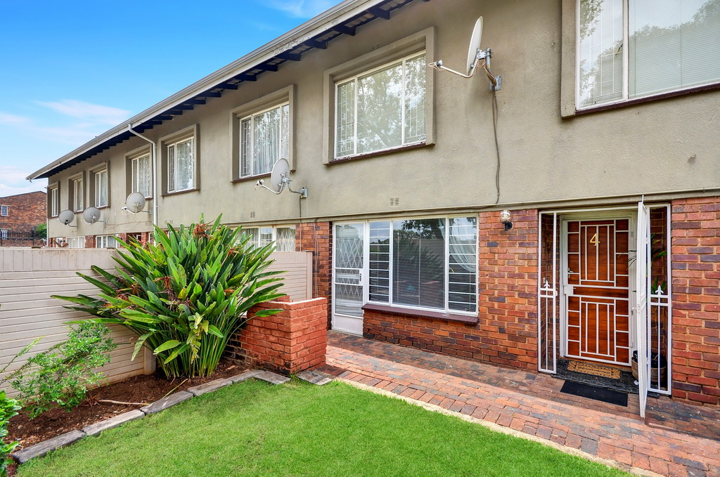3 BedroomTownhouse For Sale In Windsor West