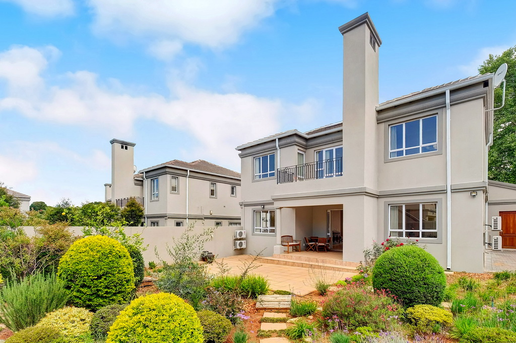 4 BedroomHouse For Sale In Houghton Estate