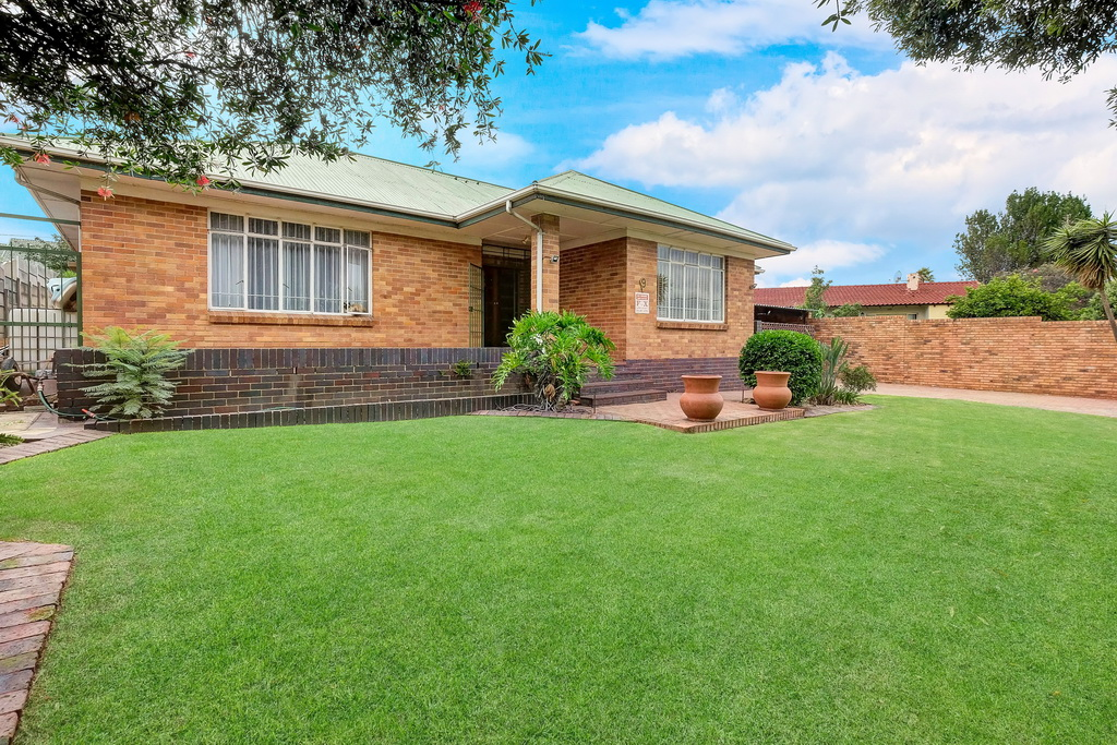 3 BedroomHouse For Sale In South Crest