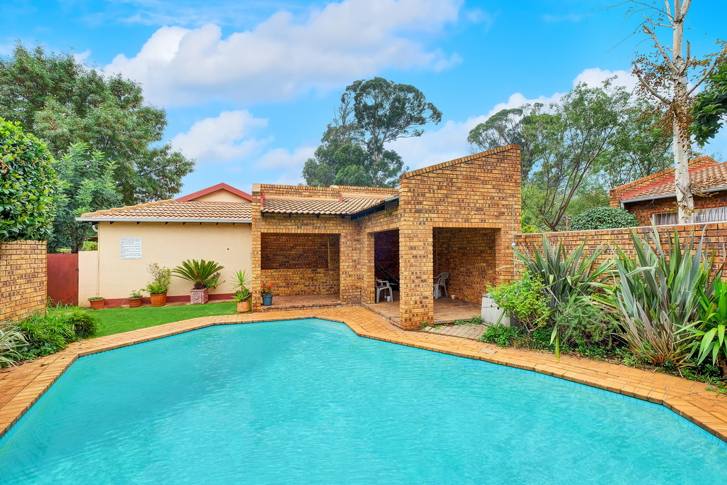 2 BedroomTownhouse For Sale In Auckland Park