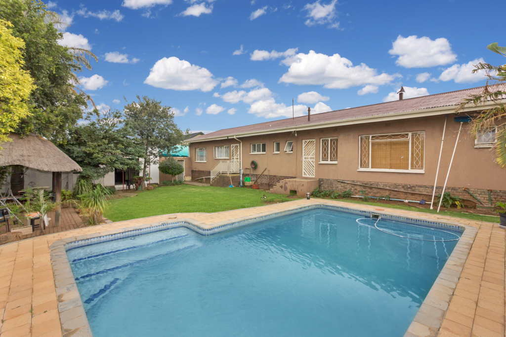 4 BedroomHouse For Sale In Krugersdorp North