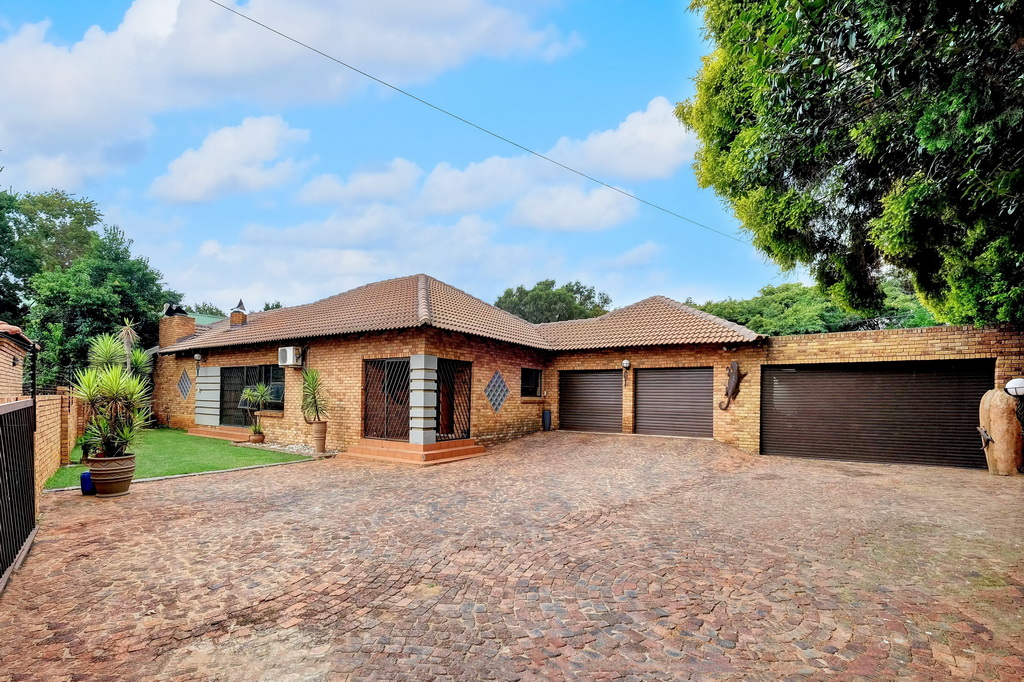 3 BedroomHouse For Sale In Sonneveld
